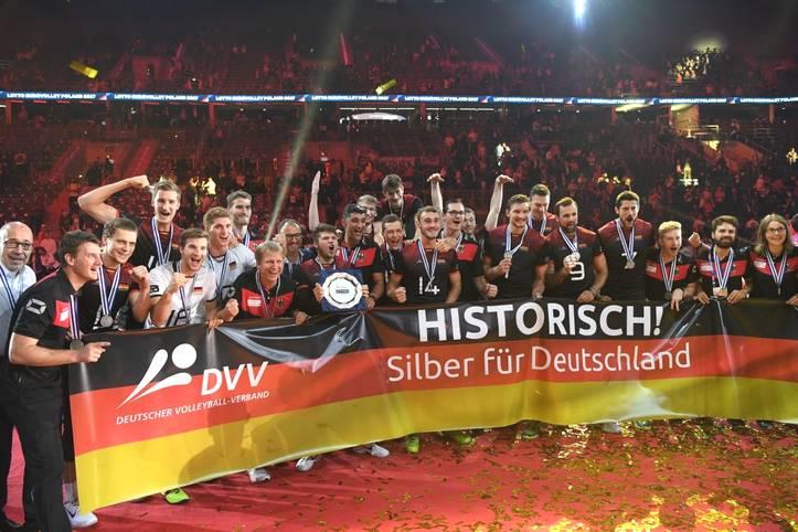Die deutschen Volleyballer wollen bei der EM 2019, die in vier Ländern ausgetragen wird, wieder um die Medaillen mitspielen. 2017 holte das DVV-Team Silber. SPORT1 zeigt den deutschen Kader für die Europameisterschaft 2019