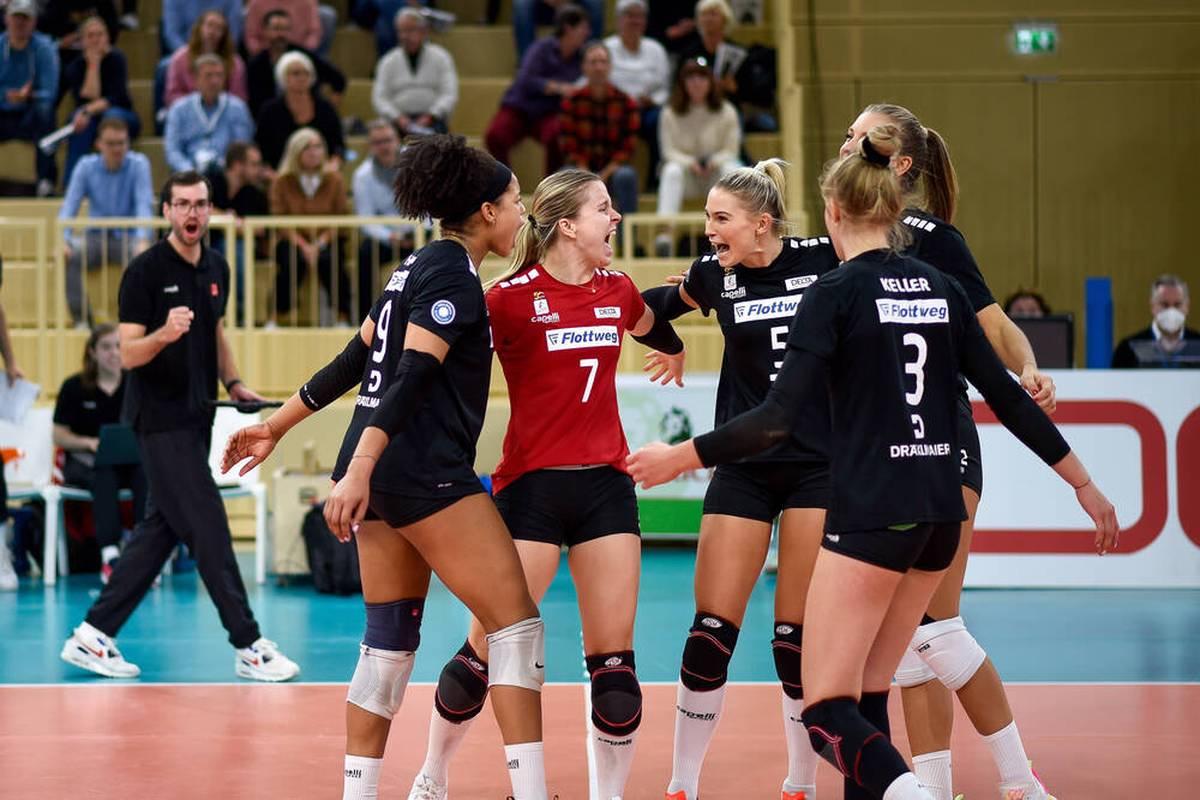 Am Freitag startet der nächste Spieltag der Volleyball-Bundesliga der Frauen. Im Duell der Verfolger empfangen die Roten Raben Vilsbiburg die Ladies in Black Aachen.