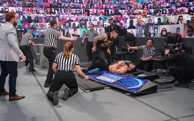 Kevin Owens verpasste Roman Reigns bei WWE Friday Night SmackDown Prügel
