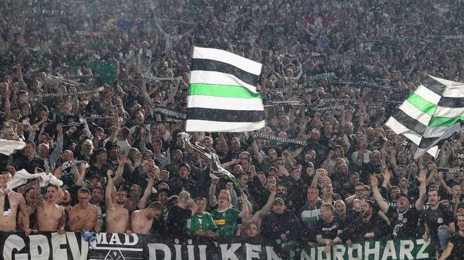ROME, ITALY - OCTOBER 24:  Borussia Moenchengladbach fans cheer during the UEFA Europa League group J match between AS Roma and Borussia Moenchengladbach at Stadio Olimpico on October 24, 2019 in Rome, Italy.  (Photo by Paolo Bruno/Getty Images)