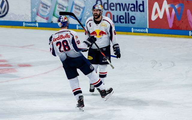Der EHC Red Bull München schlägt die Adler Mannheim in der DEL
