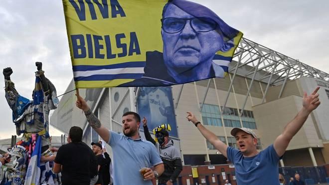 Fans von Leeds United feiern den Aufstieg in die Premier League