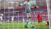 MUNICH, GERMANY - AUGUST 31: Goalkeeper Florian Mueller of Mainz reacts during the Bundesliga match between FC Bayern Muenchen and 1. FSV Mainz 05 at Allianz Arena on August 31, 2019 in Munich, Germany. (Photo by Alex Grimm/Bongarts/Getty Images)