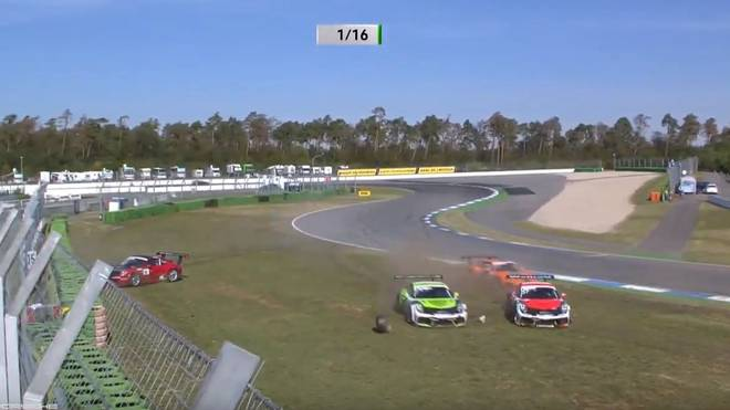 Kurz nach dem Start krachte es beim Porsche-Cup