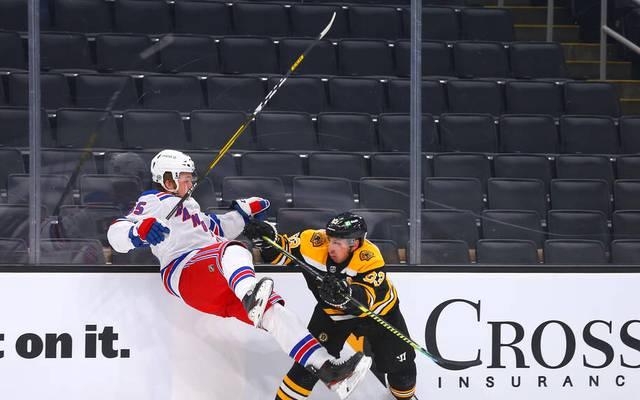 Checks dieser Art sind bei Brad Marchand (r.) von den Boston Bruins eher Regel als Ausnahme
