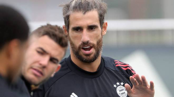 Javí Martinez plauderte im Training mit Lucas Hernández (l.)