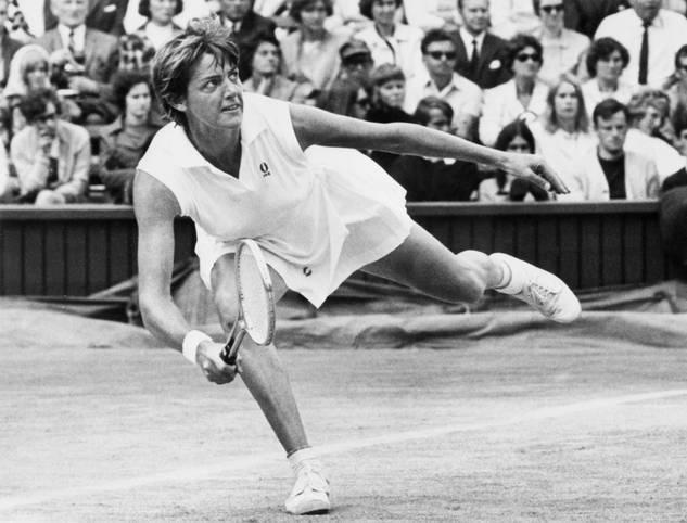 Margaret Court ist eine der besten Tennis-Spielerinnen der Geschichte. Bei Grand-Slam-Turnieren gewinnt sie im Einzel, Doppel und Mixed insgesamt 64 Titel. Jetzt hat sich Australiens einstiges Idol endgültig ins Abseits manövriert und nicht nur ihr sportliches Denkmal vernichtet