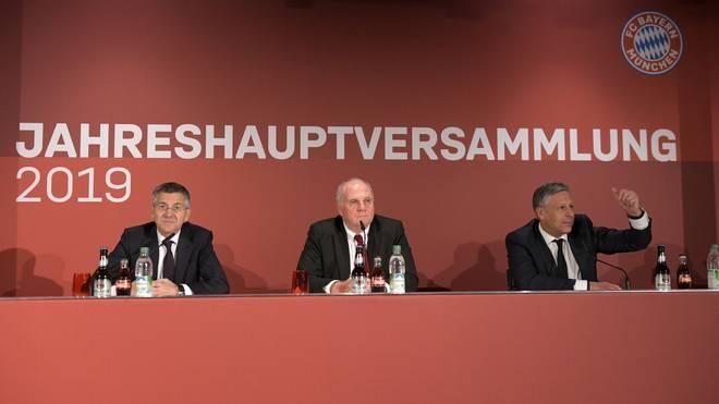 Im vergangenen Jahr verkündete Uli Hoeneß (M.) als Präsident des FC Bayern seinen Rückzug