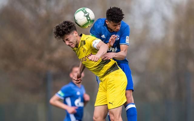 Jimmy Kaparos (r.) im Duell mit Dortmunds Alaa Bakir