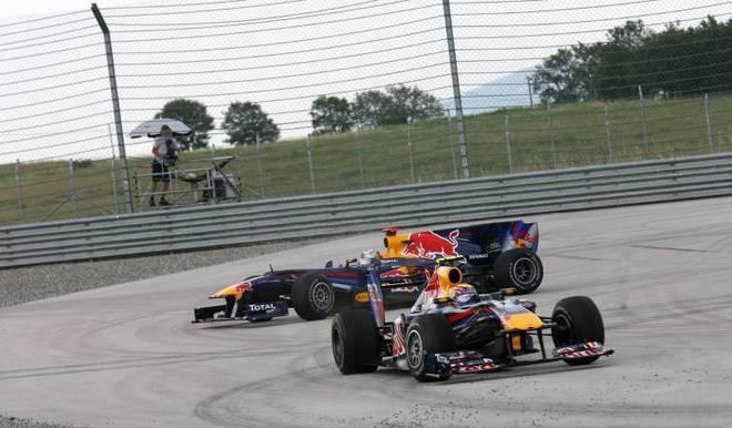 Mark Webber und Sebastian Vettel gerieten beim Türkei-GP 2010 aneinander