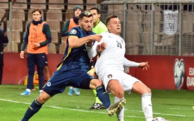 Sead Kolasinac (l.) wird mit Bosnien in Florenz auf Federico Bernardeschi und die italienische Nationalmannschaft treffen