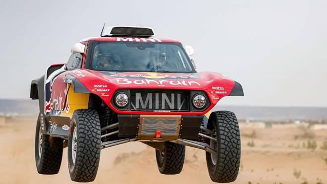 Carlos Sainz baut die Gesamtführung bei der Rallye Dakar aus