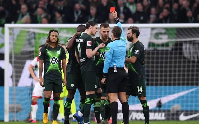Kurz nach der roten Karte gegen Pongracic gleicht Wolfsburg in Unterzahl aus
