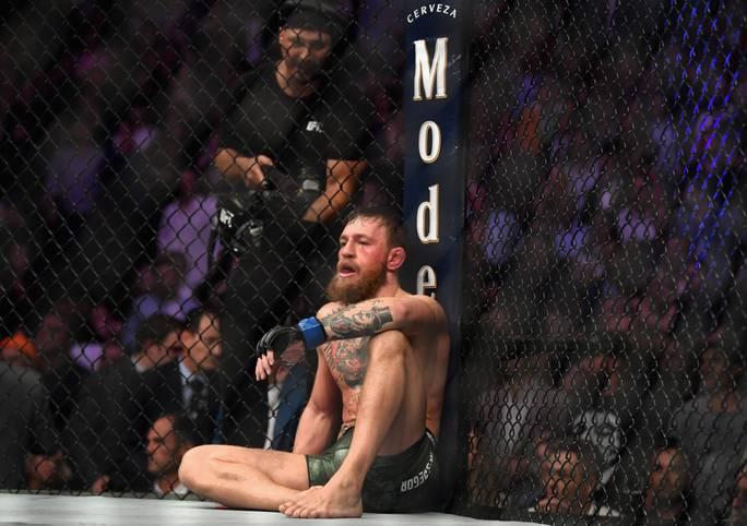 Conor McGregor am Boden! Der Superstar der UFC muss sich im Mega-Fight des Jahres dem alten und neuen Leichtgewichts-Champion Khabib Nurmagomedov geschlagen geben. Nach dem Kampf kommt es zum großen Eklat. SPORT1 zeigt den Kampf in Bildern