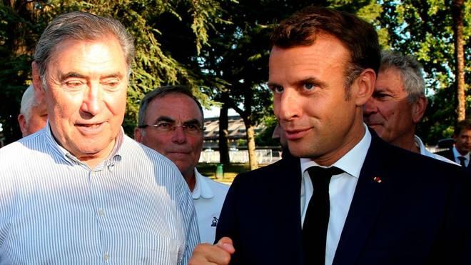 Der französische Präsident Emmanuel Macron mit Eddy Merckx bei der letztjährigen Tour de France