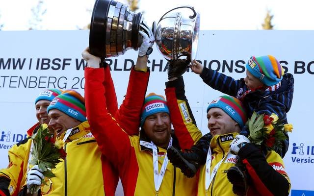 Francesco Friedrich, Candy Bauer, Martin Grothkopp und Alexander Schueller feierten ihre Goldmedaille