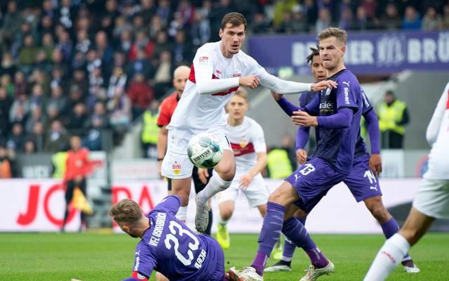 Der VfB Stuttgart (weiß) erwartet am 30. Spieltag den VfL Osnabrück