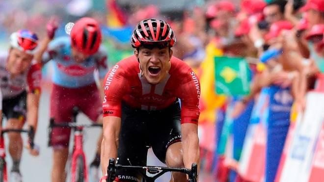 Nikias Arndt freut sich über seinen Sieg auf der achten Etappe