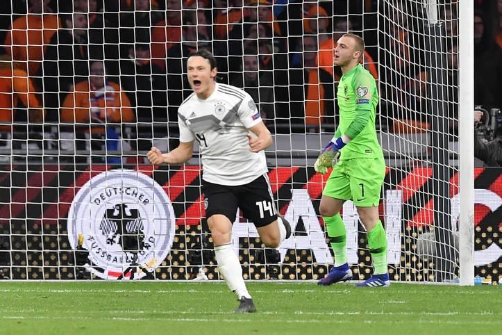 Was für ein Finish! Deutschland feiert einen späten Sieg in den Niederlanden und damit einen Auftakt nach Maß in die EM-Qualifikation. Nico Schulz sorgt kurz vor dem Ende für schwarz-rot-goldene Ekstase