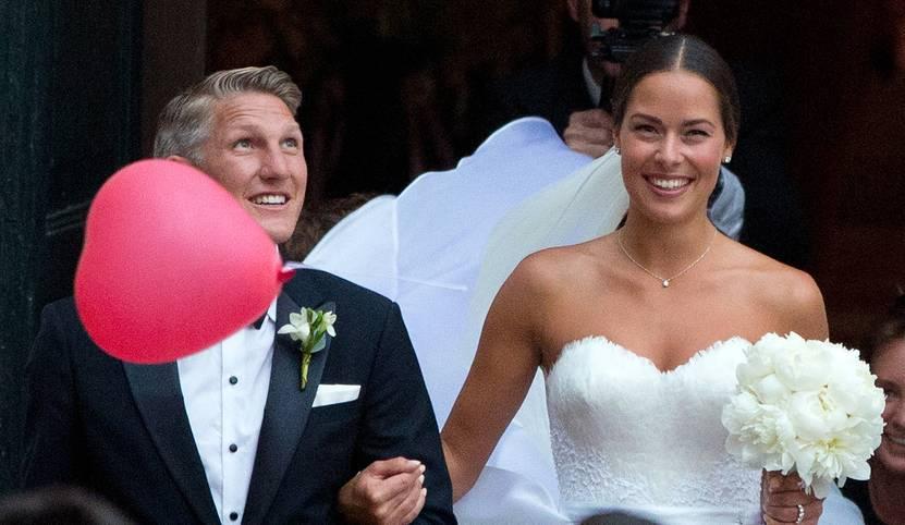 Bastian Schweinsteiger heiratet: Der Kapitän der deutschen Nationalmannschaft hat Tennis-Beauty Ana Ivanovic sein Ja-Wort gegeben. SPORT1 hat die Bilder