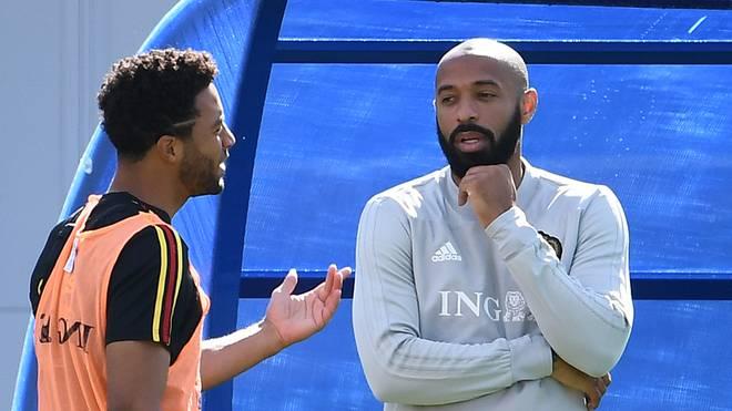 Moussa Dembele (l., mit Thierry Henry steht gegen Frankreich in der Startelf
