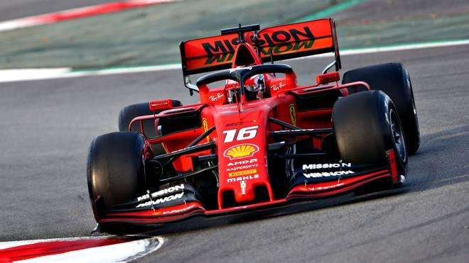 Charles Leclerc im neuen Ferrari SF90 auf dem Circuit de Catalunya bei Barcelona