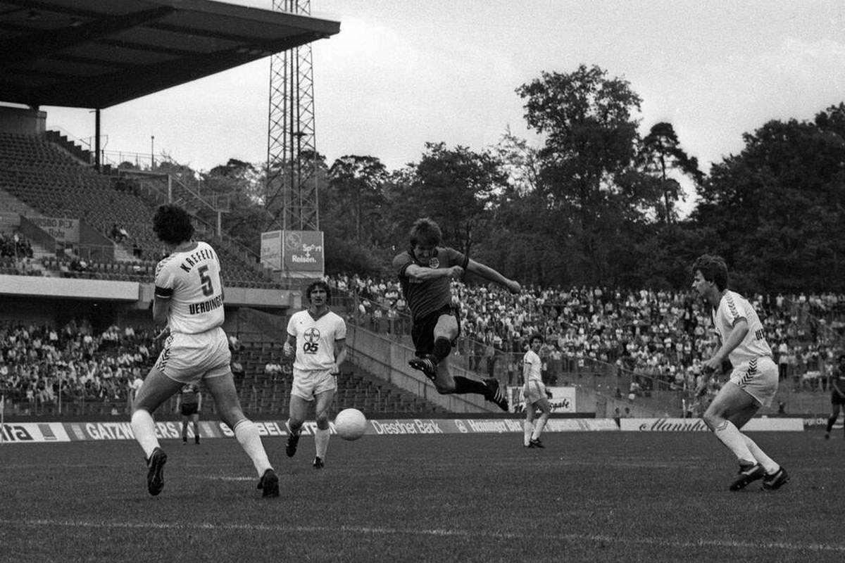 Eintracht Frankfurt trauert um Legende Bernd Nickel. Als Profi war einer der größten SGE-Stars für seine gefährlichen Schüsse gefürchtet.