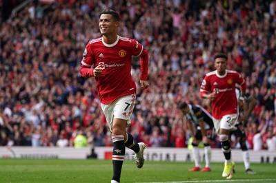 Zwölf Jahre nach seiner letzten Partie steht Cristiano Ronaldo wieder in der Startelf von Manchester United - und ist direkt zur Stelle.