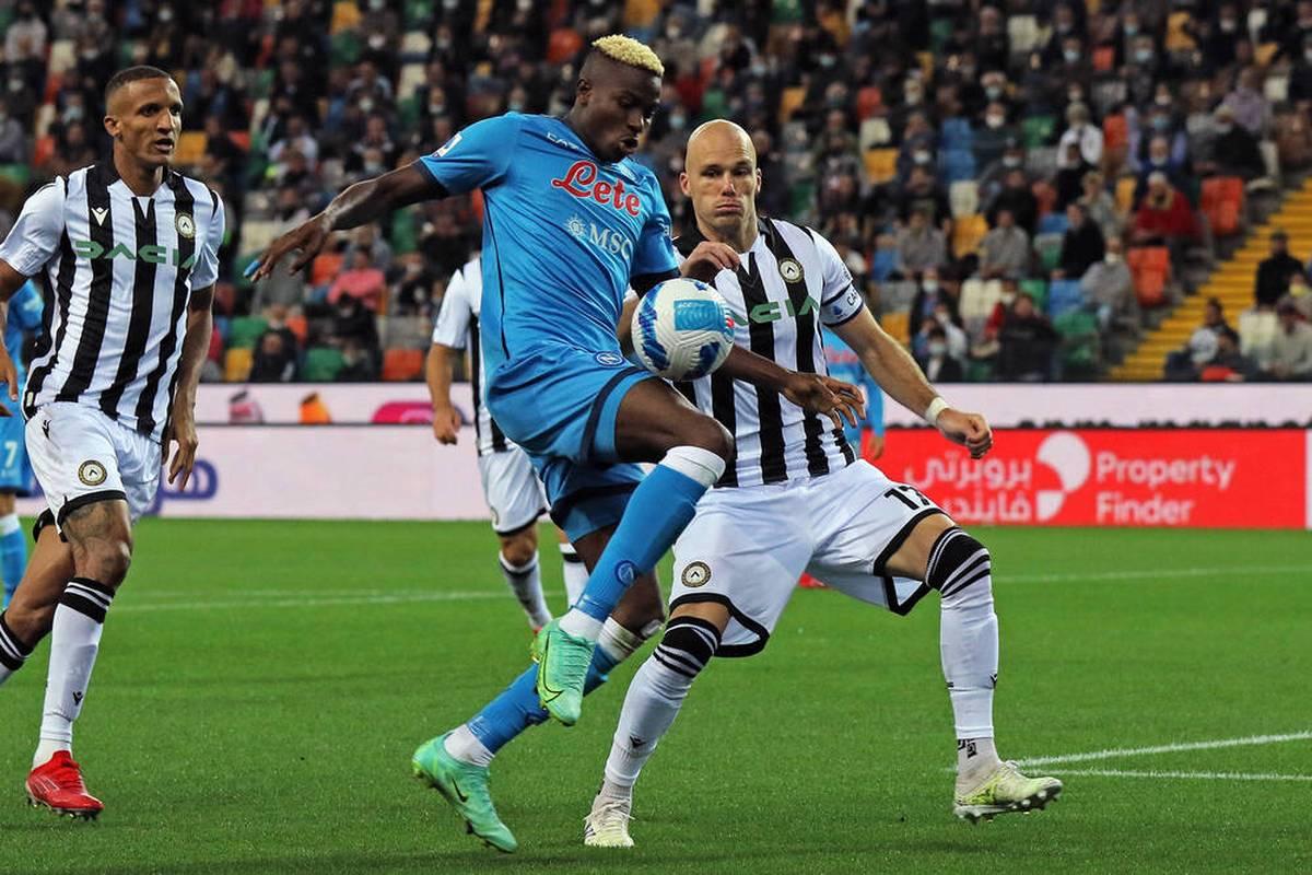 Der SSC Neapel hat auch sein viertes Saisonspiel gewonnen und die Tabellenführung in der italienischen Serie A erobert.