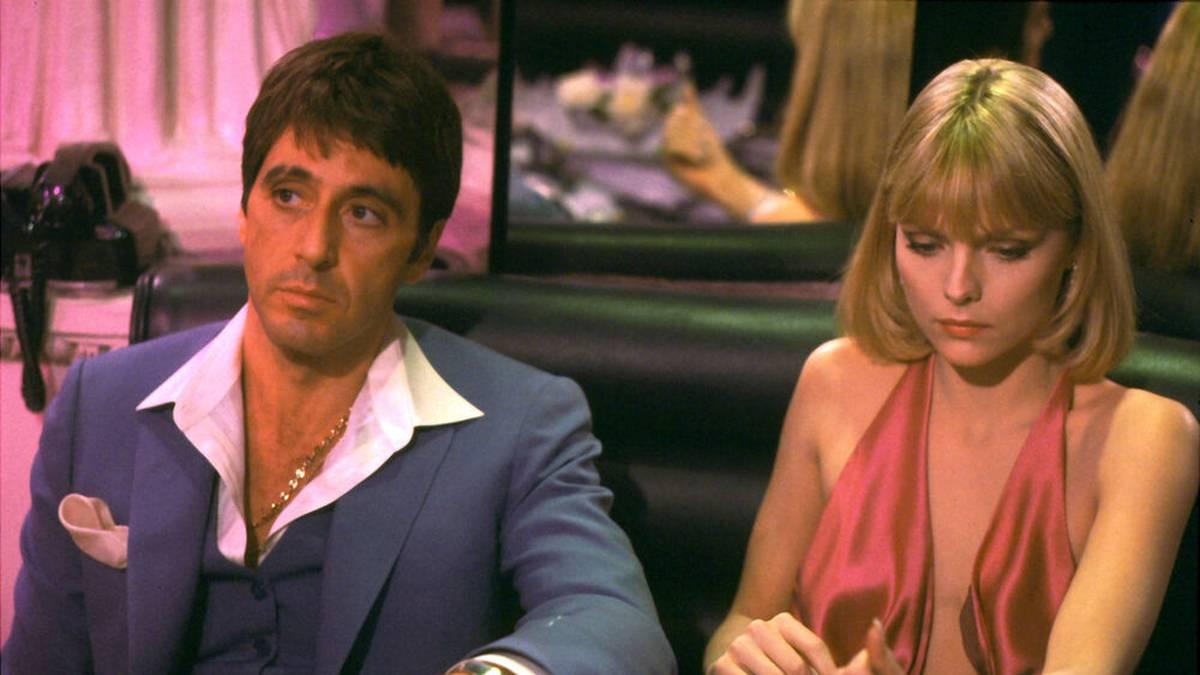 "Vorbild für Razor Ramon: Al Pacino (mit Michelle Pfeiffer) als Tony Montana in ""Scarface"""