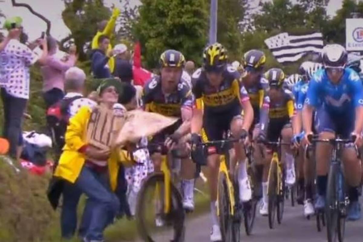 Während der Tour de France löste eine unachtsame Zuschauerin einen Massensturz aus. Die Frau wird wohl um eine Gefängnisstrafe herumkommen.