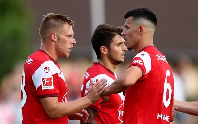 Auf Stürmer Rouwen Hennings (l.) ruhen die Hoffnungen der Fortuna in der Bundesliga