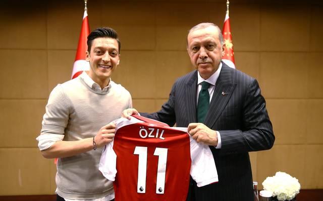 Dieses Bild mit Mesut Özil und Recep Tayyip Erdogan sorgte für viel Ärger