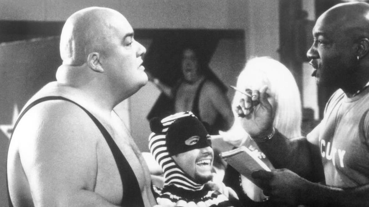 King Kong Bundy (r.) mit David Faustino (M.) alias Bud Bundy