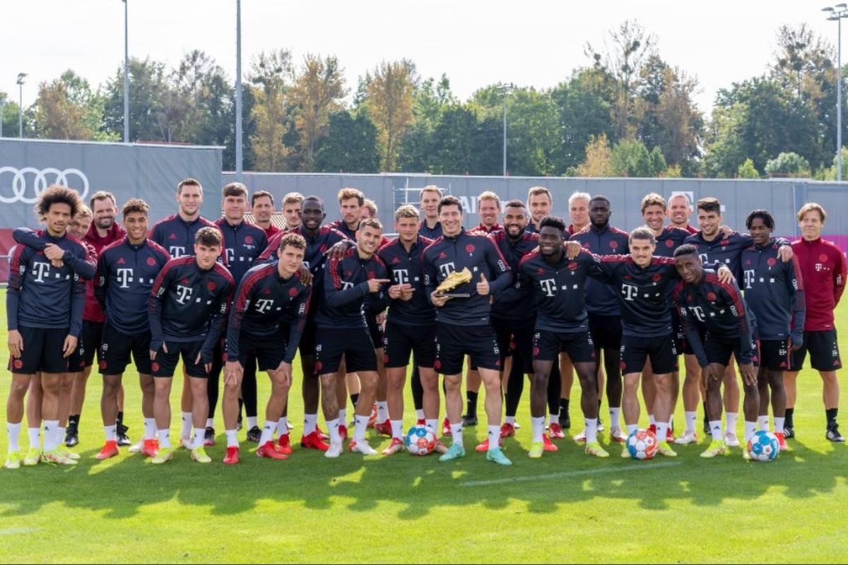 Robert Lewandowski hat auch beim Training des FC Bayern seinen goldenen Schuh parat. Es ist auch ein Dank an die Teamkollegen.
