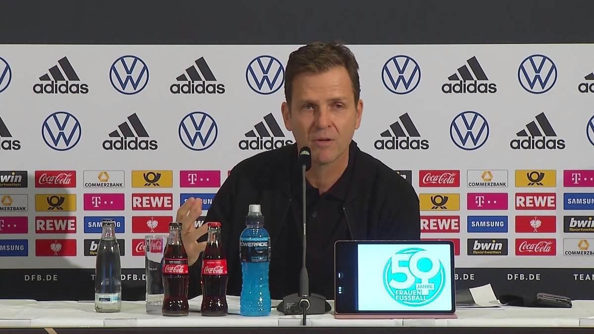 Die deutsche Nationalmannschaft ist derzeit oftmals scharfer Kritik ausgesetzt. Zu unrecht meint Oliver Bierhoff, der an die Fans appelliert.