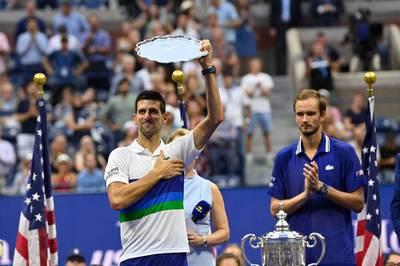 Der Russe Daniil Medvedev ringt im Finale der US Open völlig überraschend Topfavorit Novak Djokovic nieder. Der Serbe verpasst damit einen historischen Triumph.
