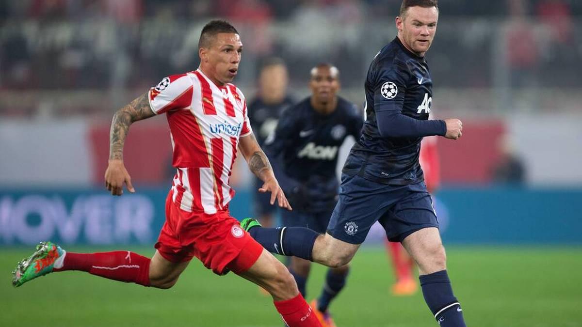 Holebas in der Champions League gegen Wayne Rooney