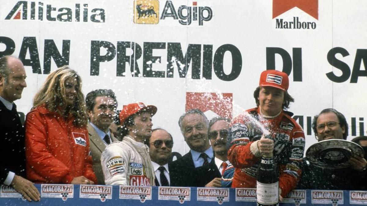 Imola war der Knackpunkt in der Bezeihung zwischen Gilles Villeneuve (3.v.l.) und Didier Pironi (mit Flasche) - und zugleich auch das letzte Podium der Beiden vor Villeneuves tragischem Unfalltod