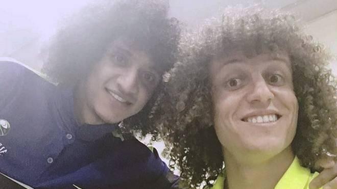 David Luiz (r.) mit einem seiner Doppelgänger