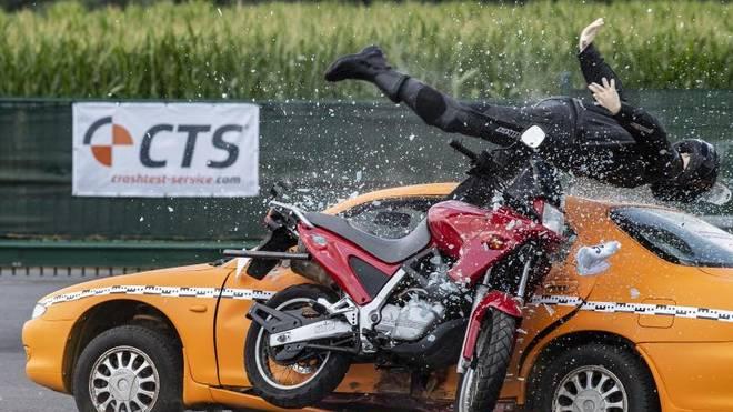 Crashtest der Unfallforscher: Experten werten Unfallabläufe aus