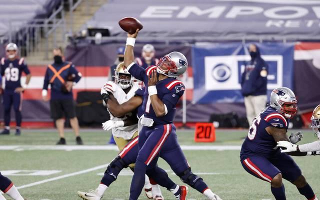 Cam Newton warf drei Interceptions
