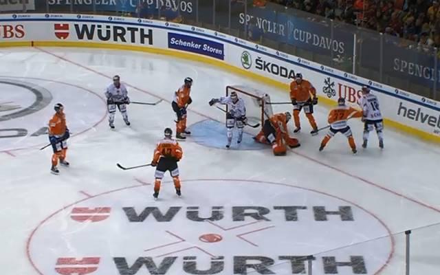Die Spieler von Dinamo Riga (in weiß) entscheiden das Spiel erst in der Overtime