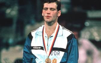 """Der Höhepunkt von Maskes Amateurkarriere ist der Olympiasieg 1988 in Seoul. 1990 wechselt der Brandenburger ins Profilager und erobert 1993 den IBF-Weltmeister-Gürtel von """"Prince"""" Charles Williams"""
