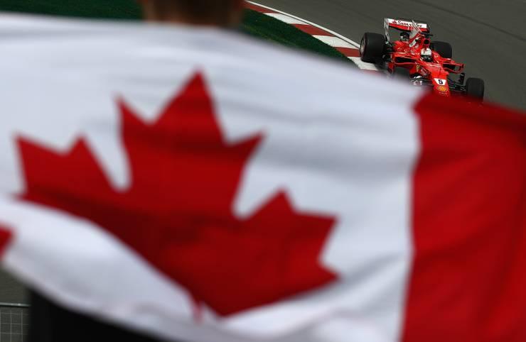 Die Fahne dieses Zuschauers verrät es bereits: Die Formel 1 ist zu Gast in Kanada. Alle fragen sich, ob Sebastian Vettel nach dem Sieg in Monaco in Montreal nachlegen oder Lewis Hamilton zurückschlagen wird. SPORT1 zeigt die Bilder des Qualifyings