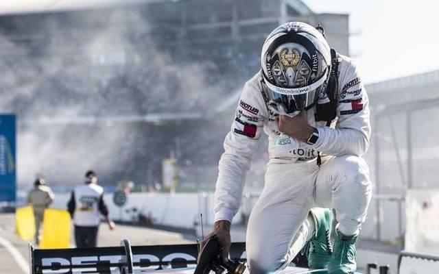 Mercedes-Fahrer Gary Paffett wurde im Ziel von den Emotionen übermannt