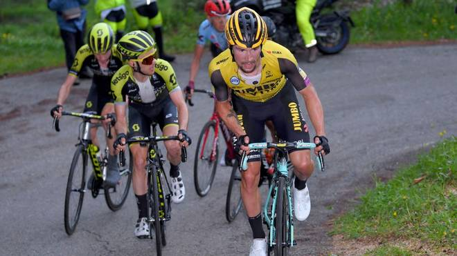 Primoz Roglic (r.) hat bei der Vuelta die Gesamtführung übernommen