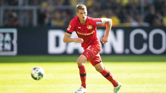 DORTMUND, GERMANY - SEPTEMBER 14: Lars Bender of Bayer Leverkusen runs with the ball during the Bundesliga match between Borussia Dortmund and Bayer 04 Leverkusen at Signal Iduna Park on September 14, 2019 in Dortmund, Germany. (Photo by Lars Baron/Bongarts/Getty Images)