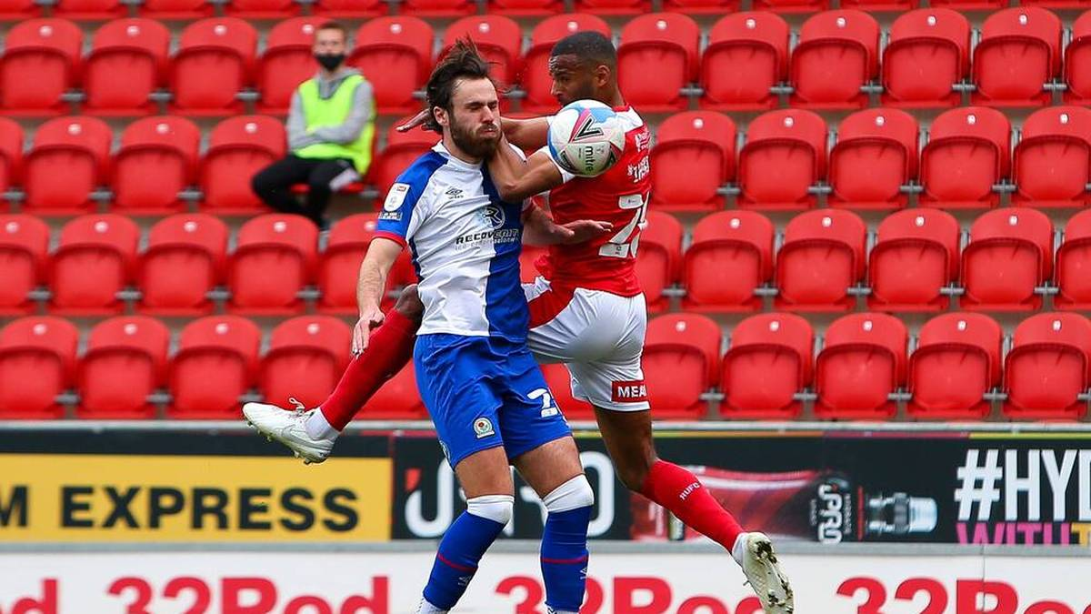 Ben Brereton (l.) geht für die Blackburn Rovers auf Torejagd