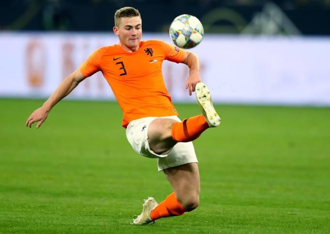 """Ajax-Juwel Matthijs de Ligt ist der Gewinner des """"Golden Boy Award"""" für den besten U21-Spieler Europas, der jedes Jahr von der italienischen Sportzeitung """"Tuttosport"""" verliehen wird"""